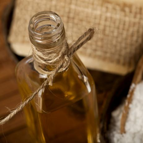 Nanášení oleje na podlahu